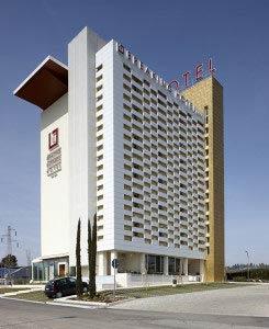 Breaking Hotel